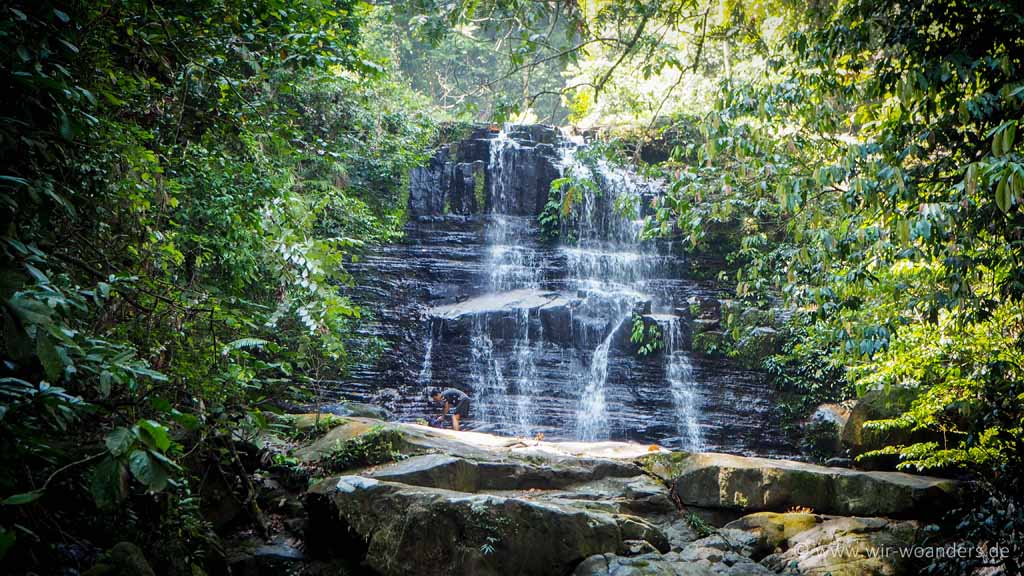 kubah_national_park_borneo_waterfall
